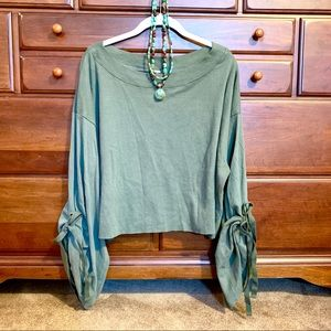🌻 Free People Holala Cropped Sweatshirt EUC 🌻